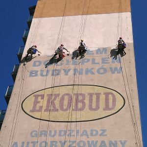 pracwnicy wysokościowi pracujący w dostępie linowym z wykorzystaniem technik linowych