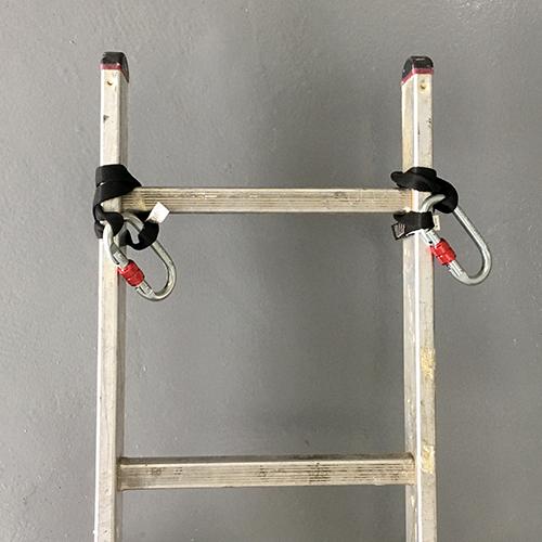 pętle zainstalowane na ostatnim szczeblu drabiny