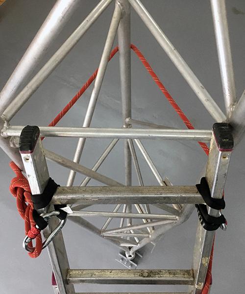 sposób montażu drabiny do słupa energetycznego
